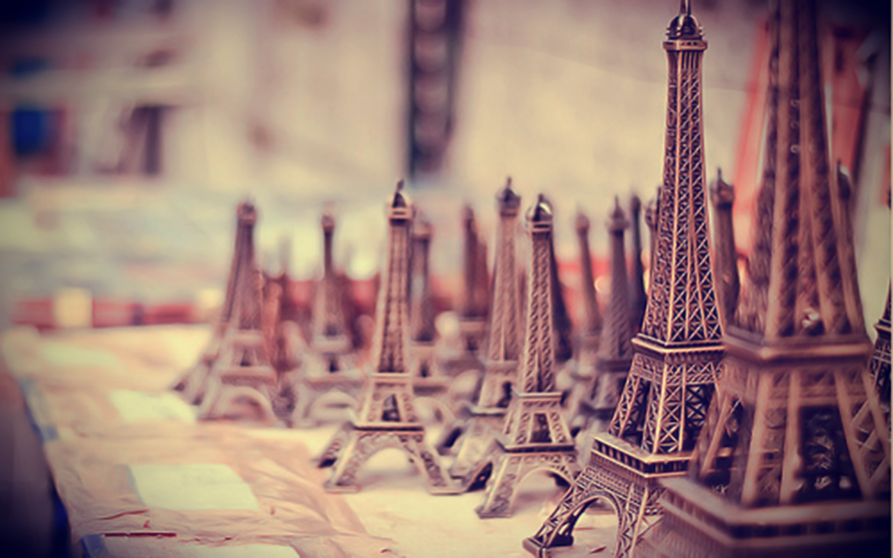 Paris Vintage Miniature -Free Wallpaper