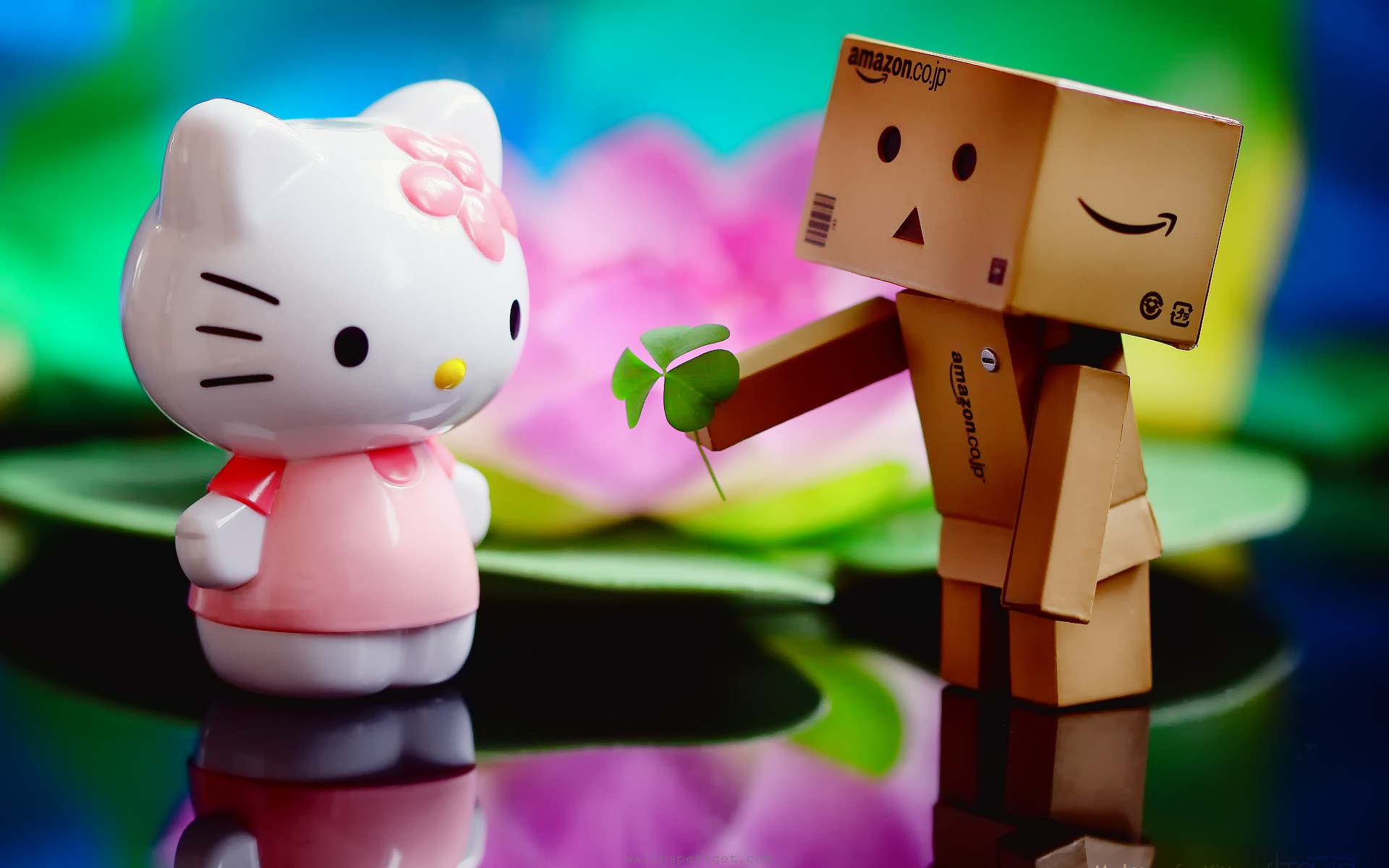 Danbo And Hello Kitty Romantic Wallpaper HD