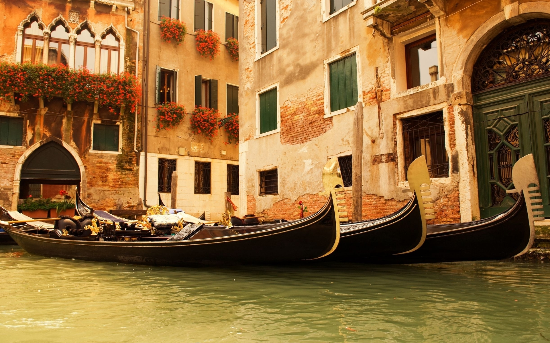 Venice Italy On Afternoon Wallpaper
